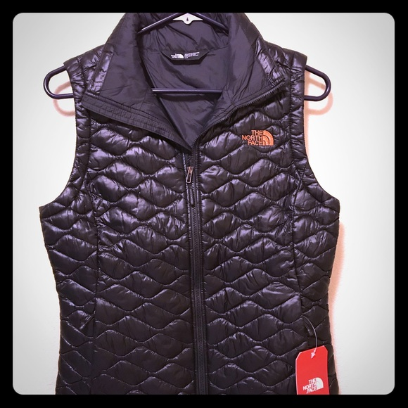 67593bfb8ddd The North Face womens thermoball vest black shine